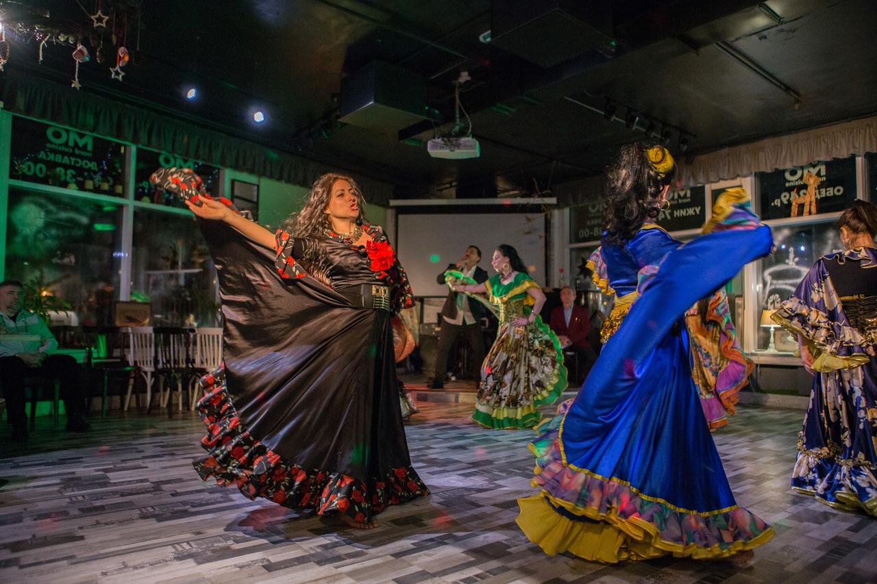 Цыганское шоу на праздник. Цыганский коллектив на праздник. Заказать цыганские танцы.
