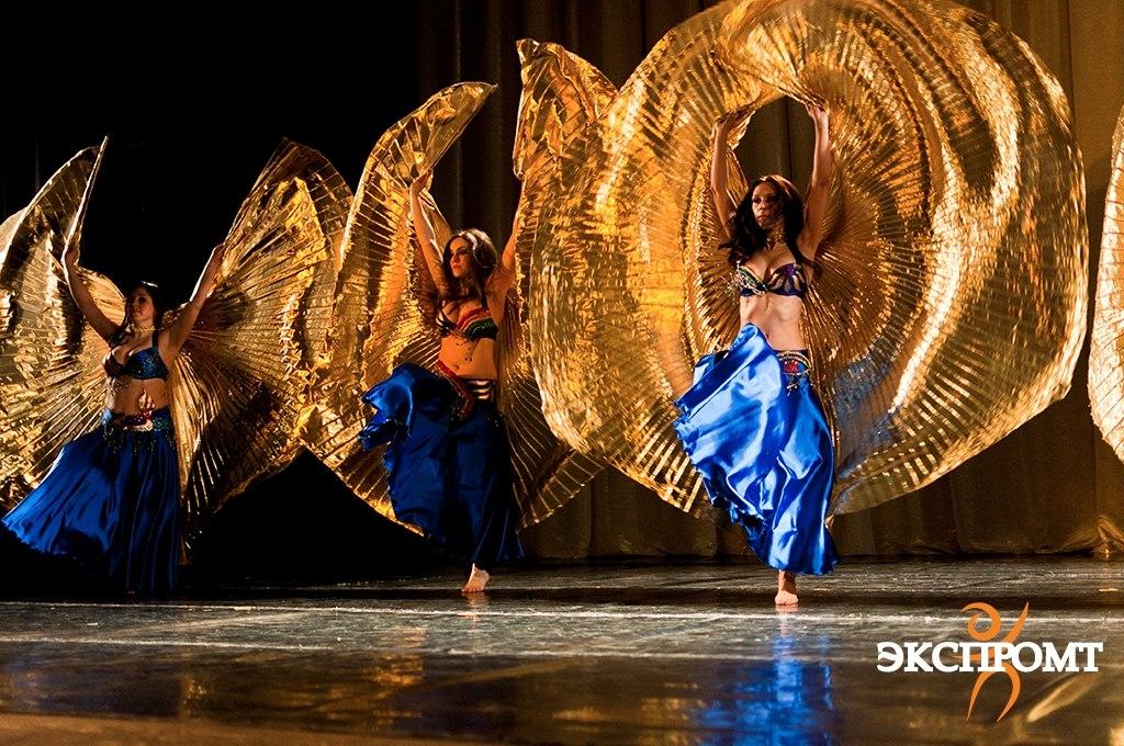 """Танцовщицы живота с крыльями. Школа восточного танца """"Экспромт"""""""