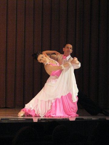 пошив костюмов для бальных танцев, костюмы для бальных танцев в аренду, прокат костюмов для бальных танцев