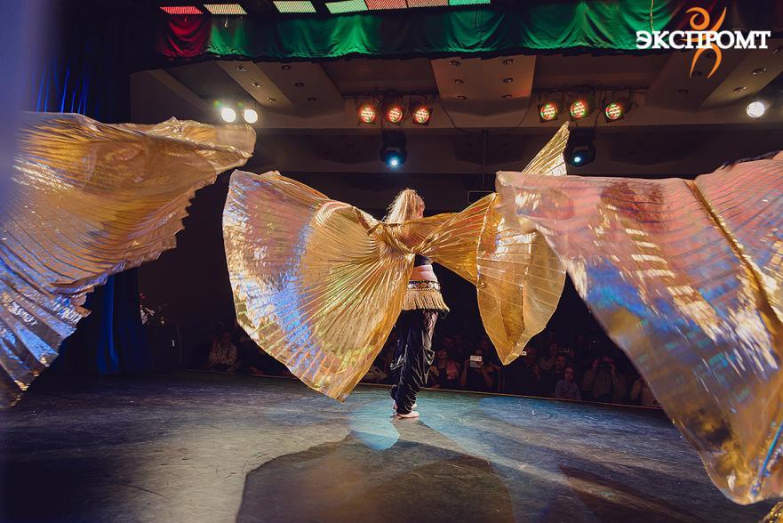 Танец живота с крыльями. Группа