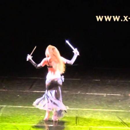 Танец живота с кинжалами. Belly dance with daggers.