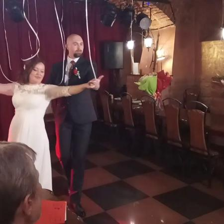 Свадебный танец.  Вальс + микс из современных танцев.