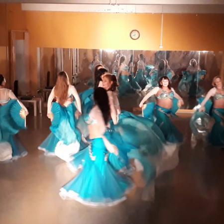 "Танец живота ""Море"" с веерами-вейлами. Школа танцев ""Экспромт""."