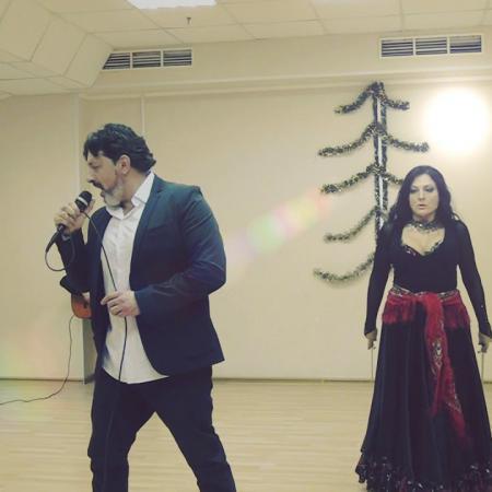 """Цыганская песня """"Дуй чурья"""". Певец Сергей Тарасов. Танцует Александра Усанова. Танец с кинжалами."""