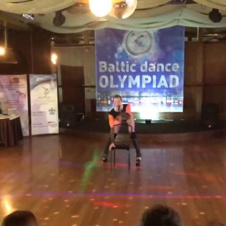 Балтийская олимпиада. Танец со стулом (эротический, мужской).